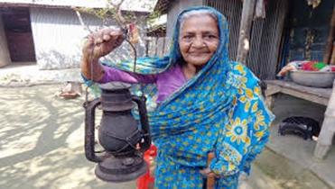 হারিয়ে যাচ্ছে গ্রাম বাংলার ঐতিহ্য 'হারিকেন'