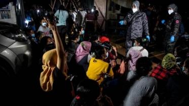 মালয়শিয়ায় অবৈধ অভিবাসীদের ধরপাকড়, ১০২ বাংলাদেশি আটক