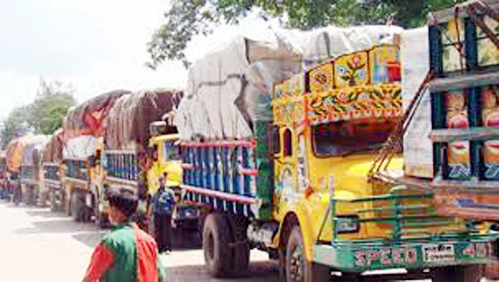 ভারতে প্রবেশের অপেক্ষায় শত শত পণ্য বোঝাই ট্রাক
